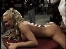 Video porno - Sbattuta a turno