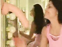 Video porno - Alicia ed il suo grosso dildo