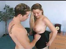 Video porno - bionda troia chiavata in tutti i buchi