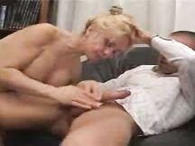 Mamma in calore bombata dal figlio
