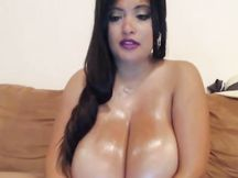 Troione con mega tette in webcam