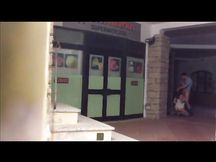 Esibizionisti italiani scopano fuori dal supermercato