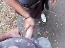 Fidanzata sborrata in faccia in un parco pubblico