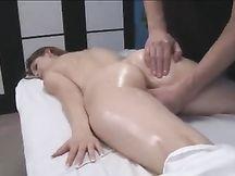 Il massaggiatore si scopa la cliente