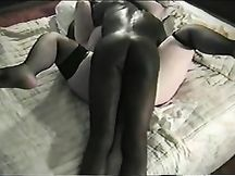 Fa fottere la moglie da 2 bull di colore