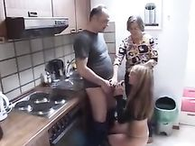 Madre e figlia scopano con l'idraulico