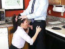 Il Boss se lo fa succhiare dalla moglie segretaria