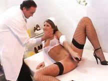 L'infermiera si fa inculare dal Dottore