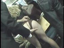 Sditalinata su un bus da un pervertito