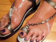 I piedi sborrati di mia moglie