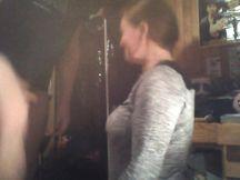 Catie Minx si bagna i jeans