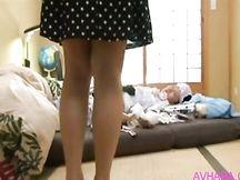 Bella mamma giapponese scopata dal figlio