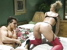 Lei lo seduce con un intimo sexy