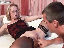 Slut matura si fa leccare la figa