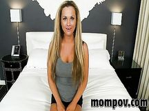 Milf bionda anale in POV