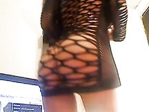 Teen tettona amatoriale in fishnet nero