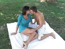 Bella coppia fa sesso in pubblico