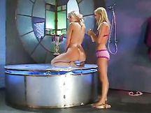Lesbiche sensuali in doccia