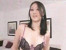 Calda cinese ama il cazzo in culo