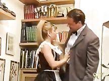 Cameriera italiana scopata dal maggiordomo