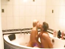 Sveltina nella vasca da bagno