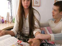 Studentessa russa diciottenne fotte con un compagno