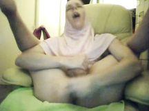 Donna mussulmana con un grosso cazzo duro