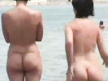 Bei culi di MILF naturiste in spiaggia