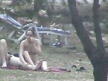 Giovanissime troie nude spiate nel bosco