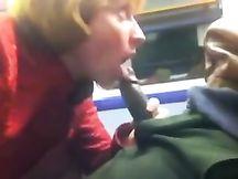 Lucciola rumena sbocchina un vucumpra in treno