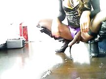 Bellissima trans nera sborra in webcam