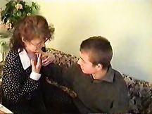 Vecchia megera russa soddisfa cazzo giovane