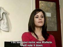 Bellissima brunetta ceca a un casting porno