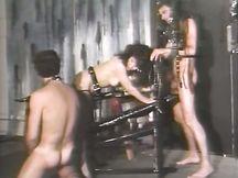 Bruna impertinente fa sesso a tre