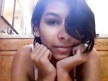 Sgualdrina latina si sbatte la figa pelosa