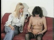 Video porno - gemelle bionde trombate a pecora