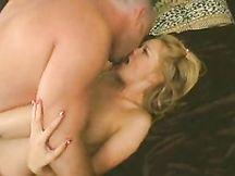 Video porno - bionda porca trombata con forza