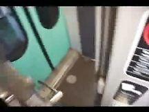 Pompino amatoriale nella toilet di un treno