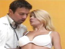 Paziente italiana scopata dal suo dottore