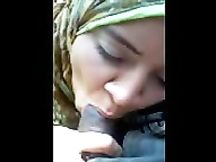 Marocchina con hijab fa pompino in macchina