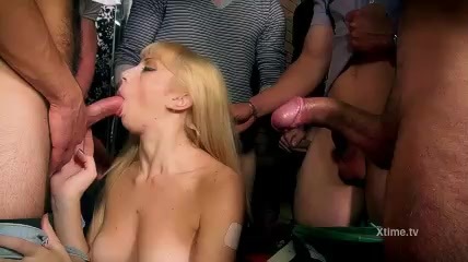 Gang porno lesbiche avendo sesso con lesbiche