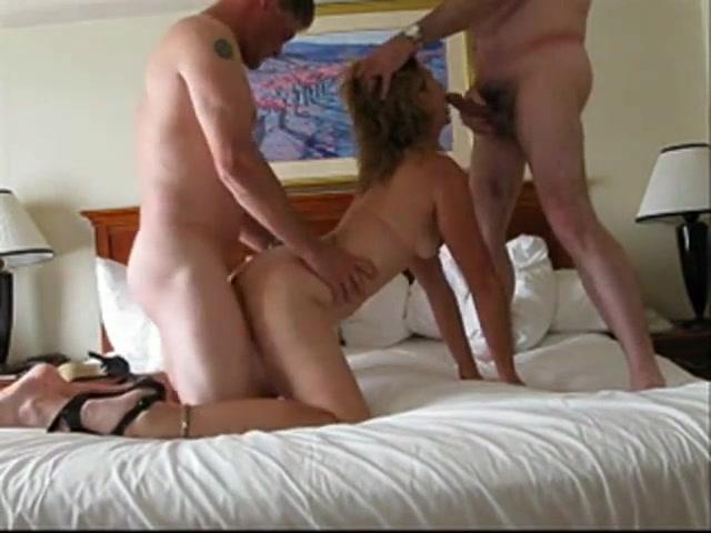 Filmato hard al marito piace spompinare il suo amico