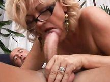 La donna manager si scopa il commercialista in ufficio