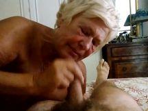 Pompino al marito della moglie 75enne