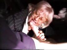 La mia signora spompina un ragazzino in tangenziale