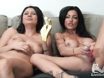 Lesbo show tra Priscilla Salerno e Sofia Cucci 2