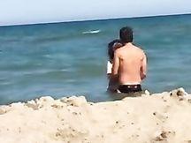 Porcate in spiaggia a Catania davanti a tutti
