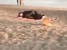 Scopano in spiaggia ad Ostia