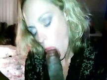 Le piace pompare il cazzo nero enorme