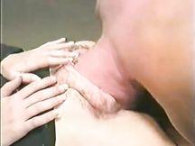Uomo infila tutta la testa dentro una figa